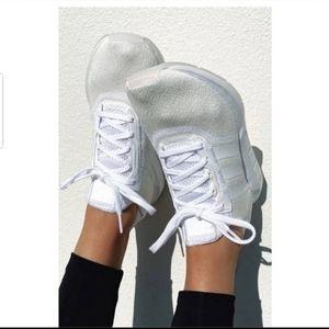 NWT Adidas Swift Run X triple white